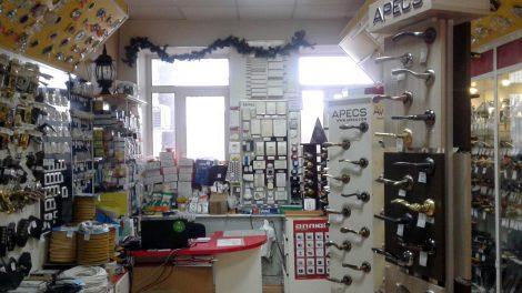 замки, скобяные изделия, дверная фурнитура, электротовары